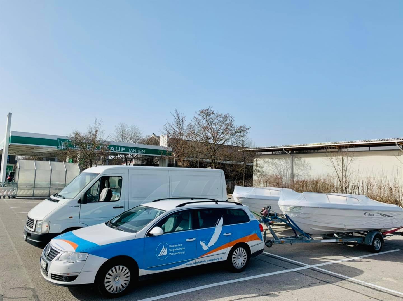 neue Boote werden abgeholt für die Bootsvermietung Wasserburg Bodensee